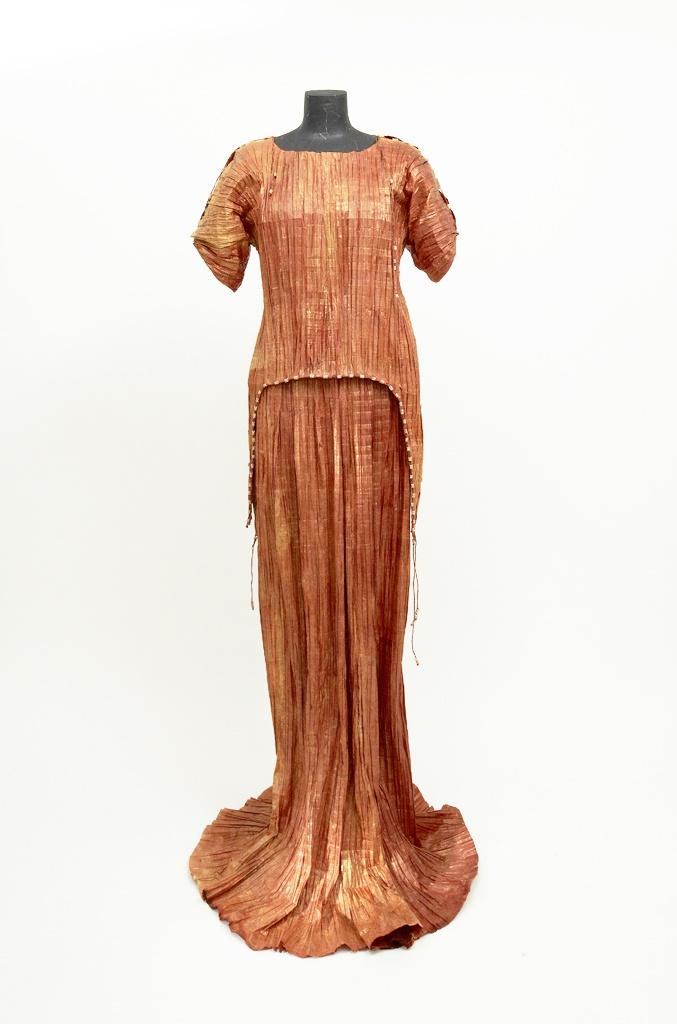 Evelyne Politanoff: Prêt-à-Papier or Couture Paper: The Exquisite Art of Isabelle de Borchgrave