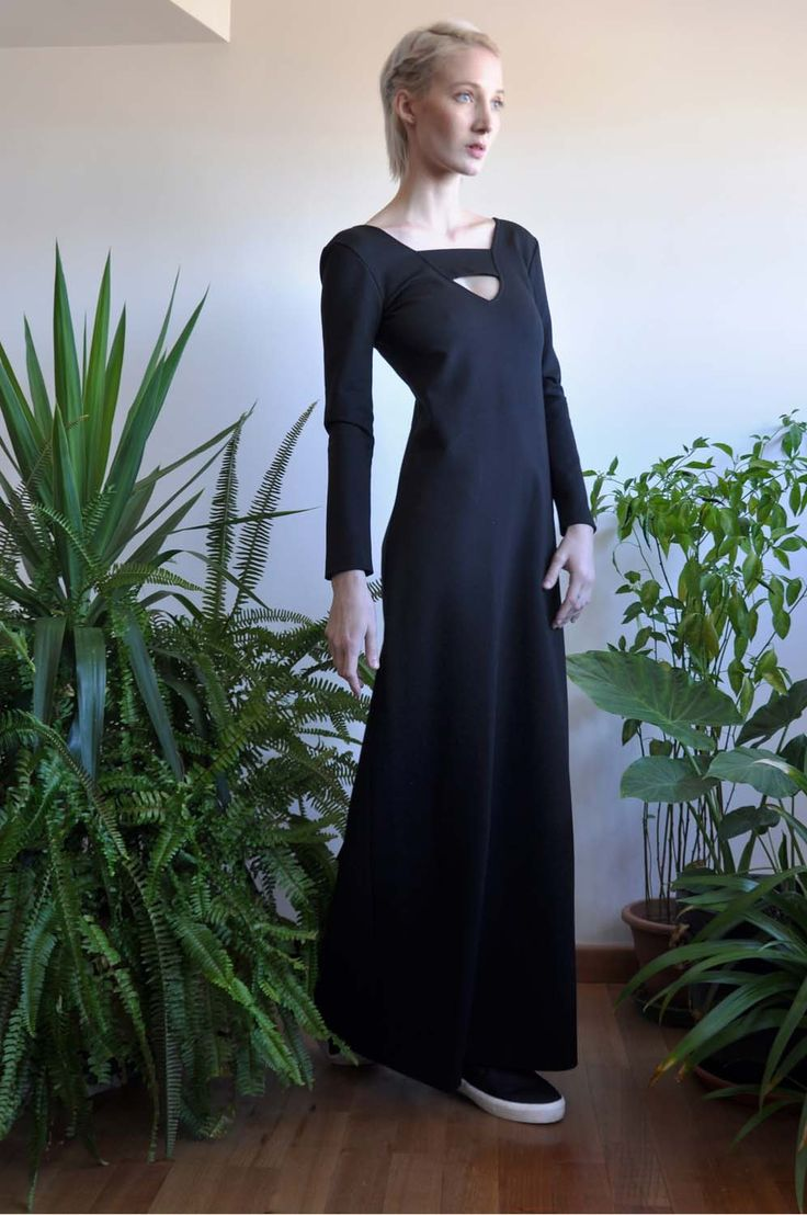 Aroma30 - Minimal chic Long dress with cut-out
