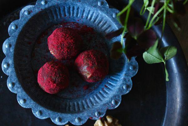 Rawbollar med tranbärspulver a playful kitchen