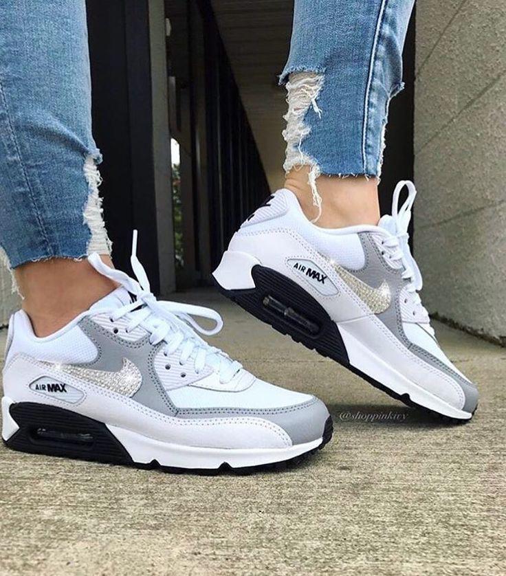nike women's minimalist shoes