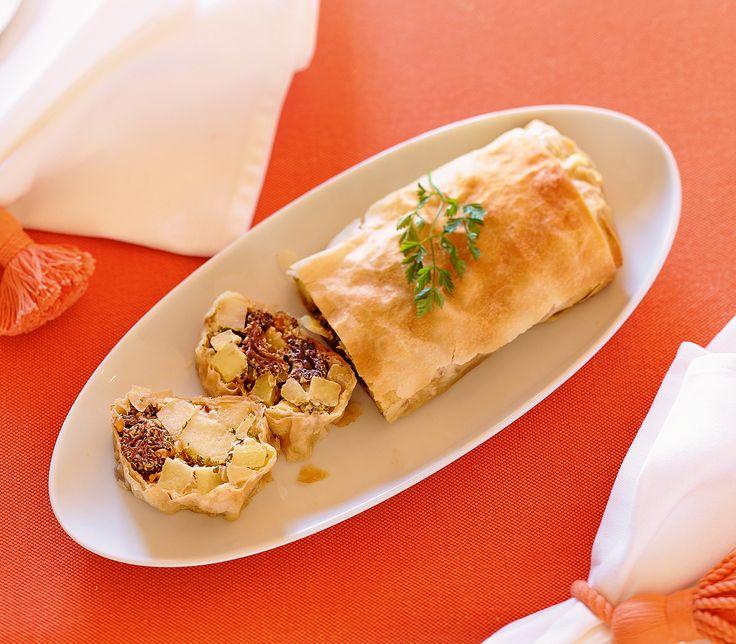 Kartoffelstrudel mit Morcheln   In einem knusprigen Teig verstecken sich wunderbar weiche Kartoffelstückchen und würzige Morcheln – richtig gut gestrudelt. Zum Rezept: http://www.wildeisen.ch/rezepte/kartoffelstrudel-mit-morcheln