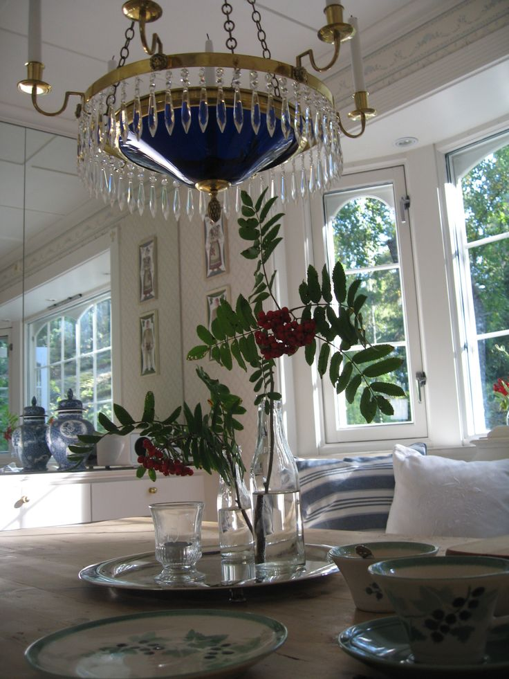 Gustavian chandelier in brass