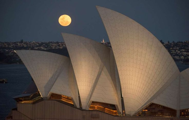 The Supermoon rises above the skyline with the Sydney - James D. Morgan/Getty Images