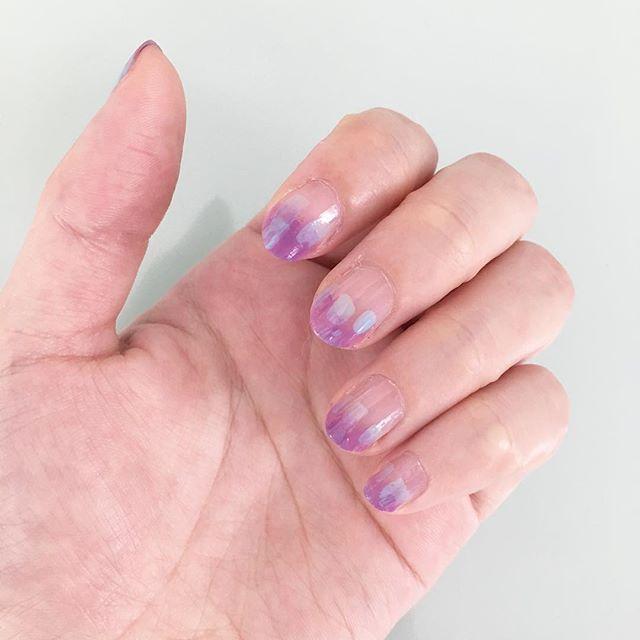 友人の結婚式の為、滅多にしないセルフネイル。テーマは紫陽花。 爪にお絵描きするの、楽しいかも💅✨ #セルフネイル  #artnail #nailart #selfnail #甘皮処理してない