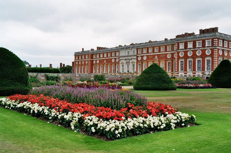 Hampton Court Palace, East Molesey, Surrey, Angleterre | Jardins français des terrasses sud.