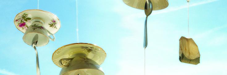 Le calde estati in Giappone hanno spesso come sottofondo il dolce suono di campanelli mossi dal vento che tradizionalmente sono collocati sotto alle verande. Il loro tintinnare si dice che serva a segnalare la presenza refrigerante del vento e a rendere più piacevole la sopportazione della calura estiva. Questi oggetti sono diventati un simbolo della [...]