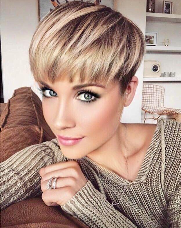 Schöner Kurzhaarschnitt mit einer schönen Haarfarbe! – Haare