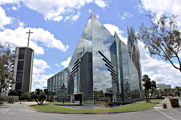 1979 laurate / Philip Johnson / Crystal Cathedral - entirely passive ventilated system; mirrored glass transmits only 8% light and 10% solar radiation into the space.