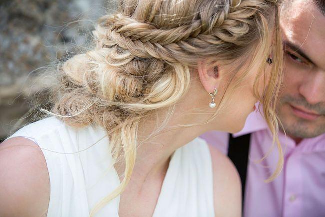 Los mejores peinados de trenzas para novias que te inspirarán para lucir en tu boda trnezas bohemias, trenzas sueltas, trenzas en forma de corona y peinados