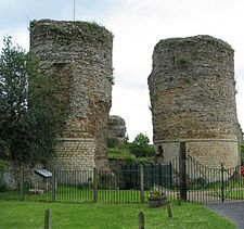 Bungay Castle is in the town of Bungay, Suffolk by the River Waveney. Originally athis was a Norman castle built by Roger Bigod, around 1100, which took advantage of the protection given by the curve of the River Waveney.