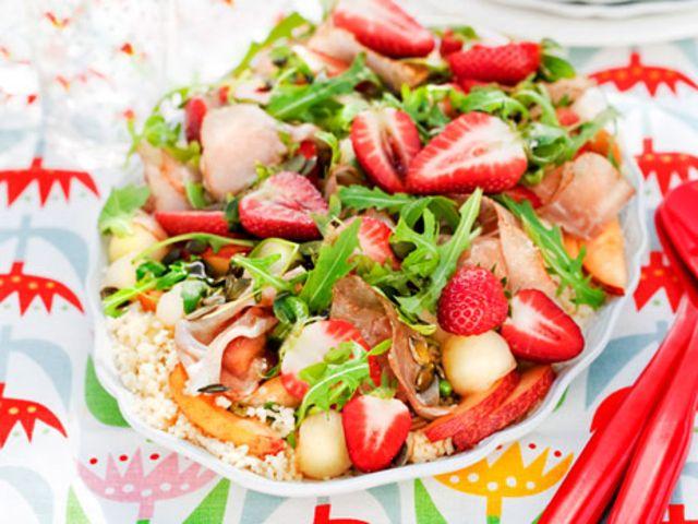 Couscoussallad med frukt och skinka