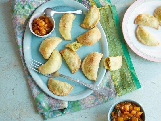 Curry-Teigtaschen mit Mango-Chutney