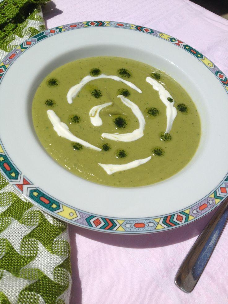 Adoram supele crema, iar mezina familiei doar in acest fel mananca legume fara mofturi :-) Daca aveti si voi aceeasi problema cu copilasii, incercati reteta aceasta. Supa crema de mazare e printre …