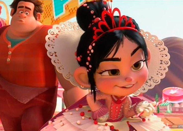 "10 princesas Disney olvidadas http://www.msn.com/es-es/entretenimiento/peliculas/10-princesas-disney-olvidadas/ss-AA9P5XX#image=8  http://es.disney.wikia.com/wiki/Vanellope_von_Schweetz ""¡Rompe Ralph!"""