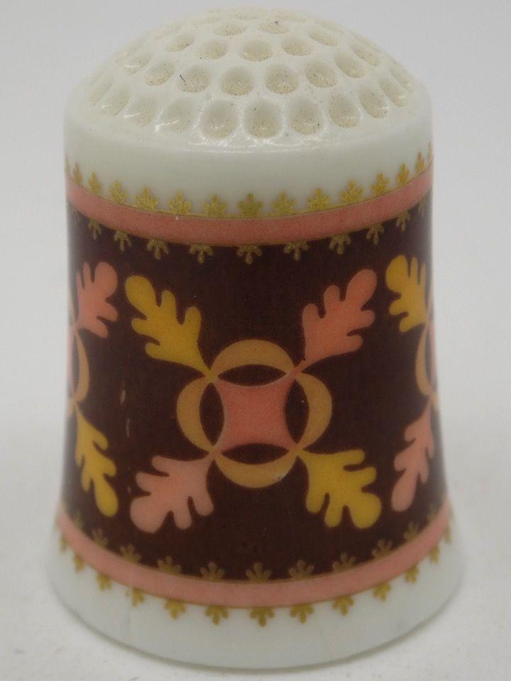 Oak Leaf circa 1853. The American Heirloom Quilt Collection. Franklin Porcelain. Thimble-Dedal-Fingerhut.