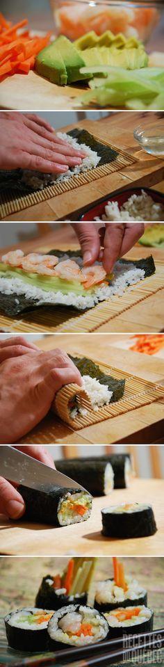 Les meilleurs sushis sont faits à la maison! Ici, crevettes et avocat :) http://www.recettes.qc.ca/recette/sushis-crevette-et-avocat-821 #recettesduqc #sushi #diy