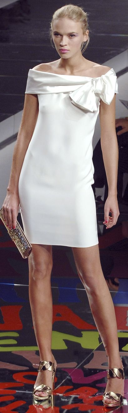 Valentino | sexy blonde in little white dress | dressed to impress