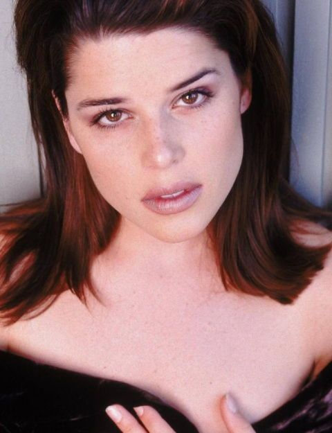 Neve Campbell - Neve Adrianne Campbell - (/ˈnɛˈkæmbəl/October 3, 1973, Guelph, Ontario) is a Canadian actress. She appeared in the Canadian television series Catwalk, before she played Julia  Salinger in the drama series Party of Five. She has also appeared in films, such as The Craft (1996). She is well known for her role as Sidney Prescott in the horror film series Scream. Best film: Lost Junction,(2003)- 1,70 mt. --  Mie-25-nov-2015--18:43--24º--wind-no44km--61%-ksemberg