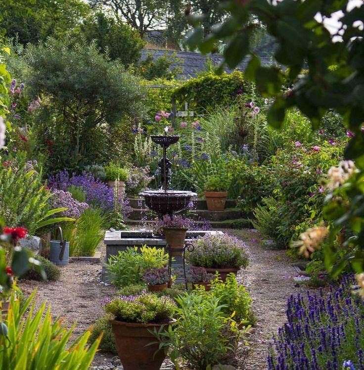 """1,316 gilla-markeringar, 16 kommentarer - Trädgård med utsikt (@tradgardmedutsikt) på Instagram: """"Summer in the herb garden... #tradgardmedutsikt #trädgårdmedutsikt #trädgård #garden #hage #tuin…"""""""