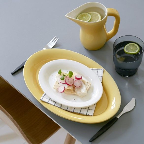 Use the small beautiful design plate for serving starters on special occasions or the daily afternoon cake.