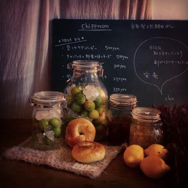 #保存食くら部 梅シロップ、セミドライトマトのオイル漬け、酵母と紫蘇ジュースの材料。この季節、つくるのに忙しい(笑)