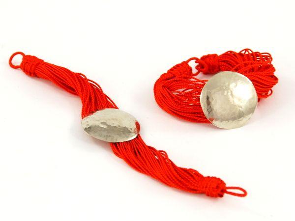 Bransoletka prosto z marokańskiego suku. Ręcznie wykonana z wysokiej jakości jedwabnych nici.