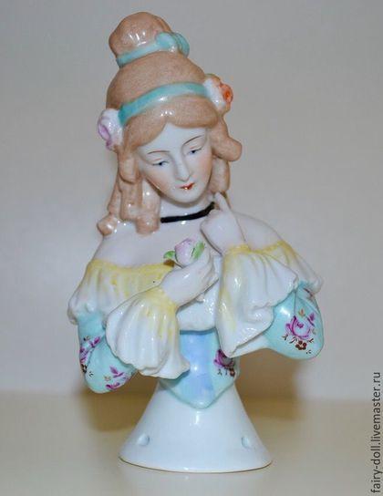 Большая кукла-половинка / Half doll в интернет-магазине на Ярмарке Мастеров. Бронь. Очень красивая кукла-половинка. Куколка представляет знаменитую певицу 19 века Дженни Линд. Куколка одета в очень красивое платье, декольте и рукава украшено кружевом. Её необычная прическа украшена розочками и лентами. В отличном состоянии, без сколов и повреждений. Произведена в Германии.