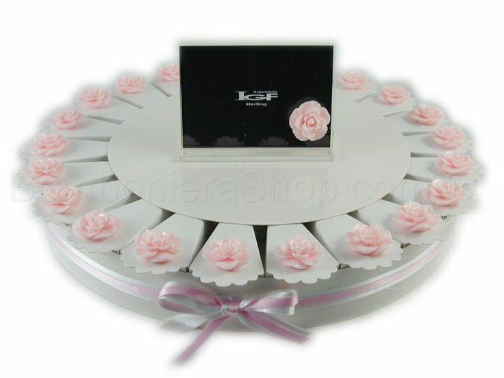 Torta bomboniera 22 fette con boccioli di rosa colore cipria
