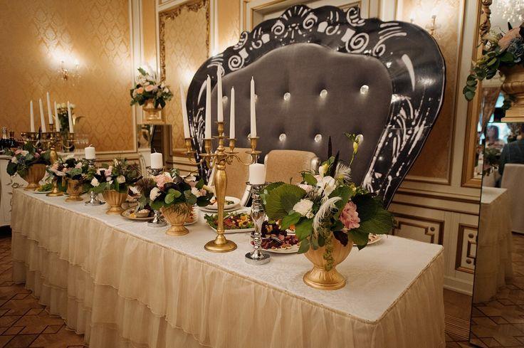 Свадьба Гэтсби, свадьба в стиле Гетсби, президиум молодых, стол молодых, канделябры, gatsby wedding, wedding style, wedding decor table