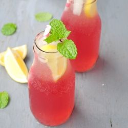 Say hello to summer and pool parties! Gorgeous and refreshingly delicious pink lemonade...