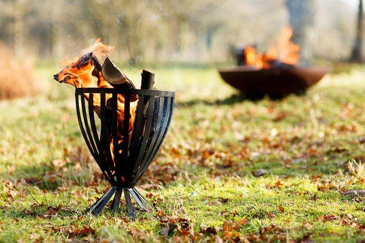 Buiten trouwen met vuurkorven (foto door www.monetmine.nl)