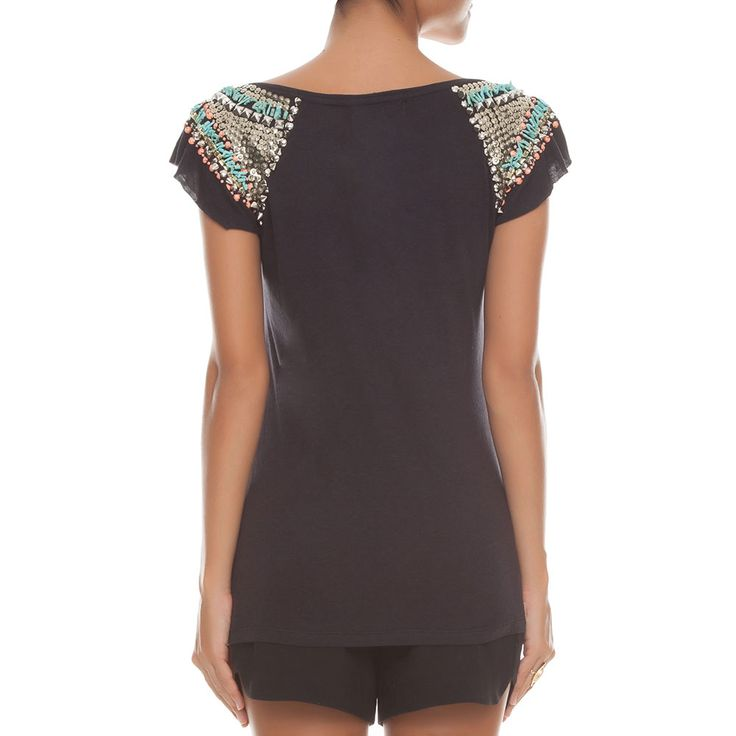 T-shirt bordados ombros - preta