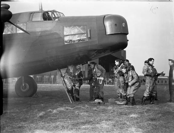 ROYAL AIR FORCE BOMBER COMMAND, 1939-1941. An aircrew of No. 149 Squadron RAF disembark from their Vickers Wellington Mark IA at Mildenhall, Suffolk, after a flight.