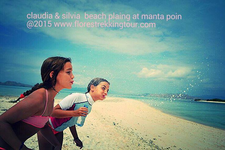 Beach plaing at manta poin komodo national park island www.florestrekkingtour.com