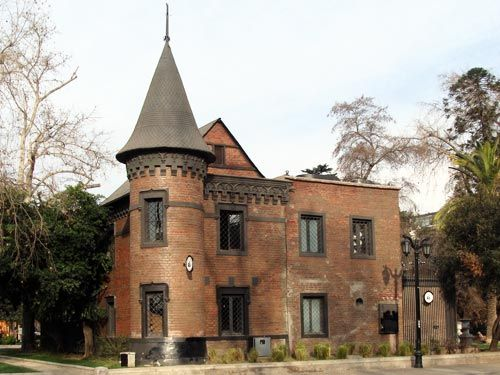 Resultado de imagen para castillo en santiago de chile
