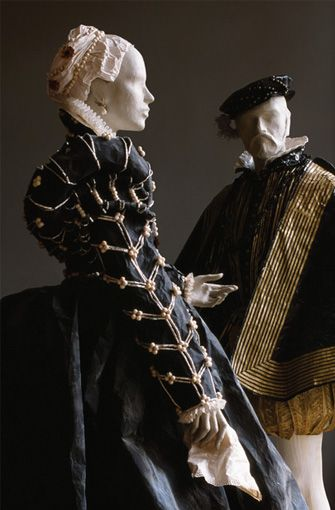 Isabelle de Borchgrave - Phenomenal paper artist recreated the costumes of Isabelle de Medici (daughter of Cosme I and Eleonora de Toledo) and of Henri II (King of France and husband of Catherine de Medici). After two portraits respectively  painted by Alessandro Allori and François Clouet (both in Palazzo Pitti, Firenze).