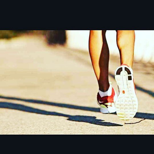 DZIŚ O 12.00 Biegaj z CHAMPIONEM !!! Zaproś znajomych do udziału - nagrody dla największej zebranej grupy! Zapraszamy do zabawy biegowej z jednym z trenerów, tym razem wyruszamy z klubu na atrakcyjne trasy biegowe nad wałami Odry.  Zeskocz z bieżni i sprawdź się w terenie! Po treningu zapraszamy na relaks w saunach Emotikon smile Rozgrzejmy wspólnie ten mróz na dworze!