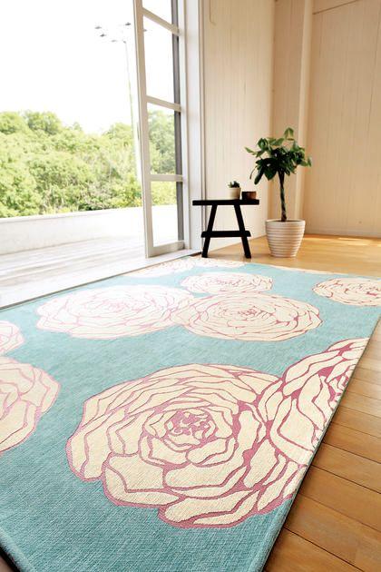 M/100×140cm]SAFURAN_モダンフラワーラグマット(マゼンダ)(ラグ ... 甘くなりすぎないモダンな花柄です。(※写真は色違いの商品です。)