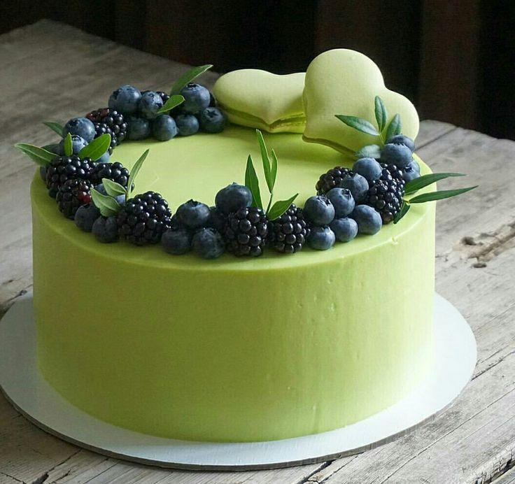 Matcha Icing and fresh berries .... cake inspiration