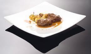 Un plato en alza gracias a la jugosidad y melosidad que alcanza la carne tras someterla a la cocción de la olla a presión. Una exquisitez, al alcance de todos los bolsillos.