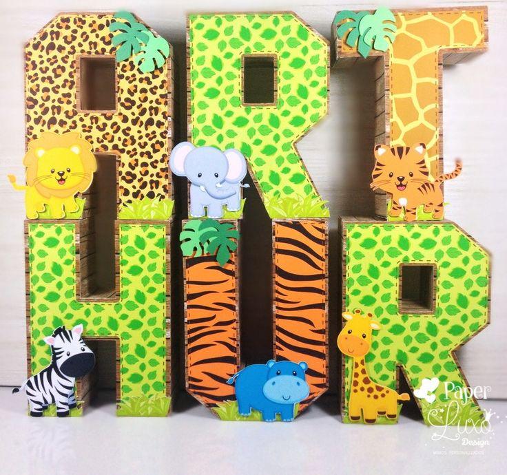 Letra decorativa 3D Safari    Linda opção para decorar a mesa do bolo, também podendo ser usada na decoração de quarto.    Características:  Confeccionadas em PAPEL de alta gramatura com apliques no tema Safari. Podem ser personalizadas em qualquer cor e acompanha peso interno para sustentação da...                                                                                                                                                                                 Mais