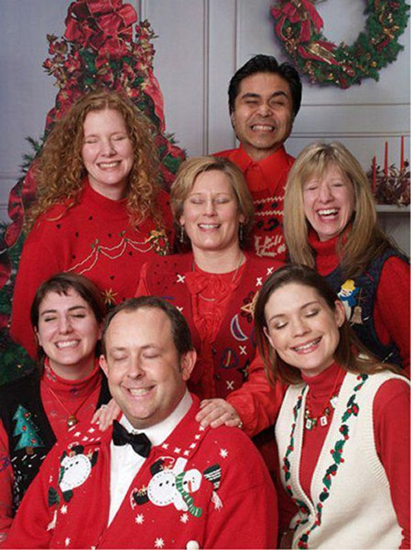 I'm sure this was on purpose, and I think it's funny. :) | 20 Terrifyingly Awkward Holiday Portraits