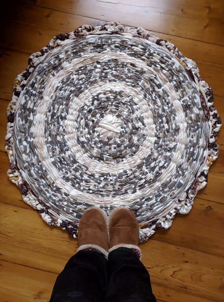 At some point, I stumbled upon a Pintrest tutorial on how to weave a rug using old fabric and a hula hoop. Since I've only ever used my - ra...