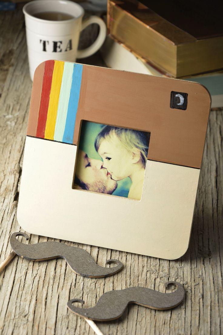 Cómo hacer un portarretratos de instagram | ¿Tienes algún festejo en puerta? Si no sabes que regalar, esta original idea para hacer un portaretratos de Instagram te salvará. Este en particular, es perfecto para el día del padre.