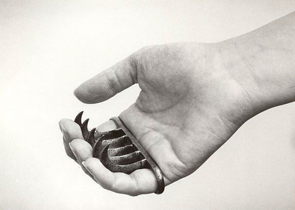 """Indian wagh-nakh, or """"tiger's claws."""" I want these. A LOT. I am questioning their design a tiny bit though."""