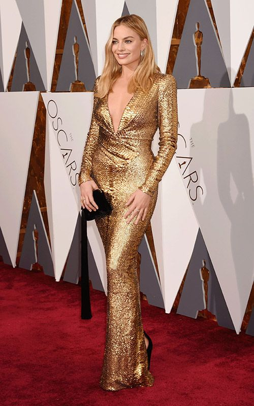 Margot Robbie's 5 Best Fashion Moments of All Time: At the 2016 Oscars in a slinky, gold Tom Ford gown | allure.com