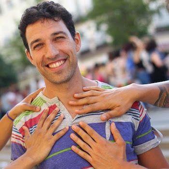 """Jorge: """"Me sentí muy aliviado cuando descubrí el poliamor"""". El poliamor es una forma de relacionarse románticamente con dos o más personas. Hay varios tipos: jerárquica, mono-poliamorosa, polifidélicas o anarquía relacional. Desirée Pozo   20 Minutos, 2017-07-17  http://www.20minutos.es/noticia/3070352/0/senti-aliviado-cuando-descubri-poliamor-relaciones/"""