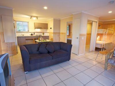 Palm Villa Accommodation Living/Dining BIG4 Noosa Bougainvilla