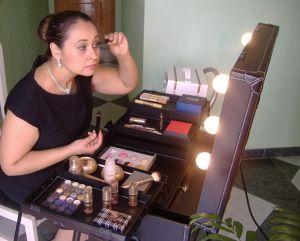 ¿Te animas a poner un beauty corner en tu boda? Seguro que tus invitadas lo agradecerán http://innovias.wordpress.com/2013/09/24/beauty-corner-pon-un-atelier-de-maquillaje-en-tu-boda/ #Innovias #ideas #bodas #atelier #maquillaje #invitadas #novias