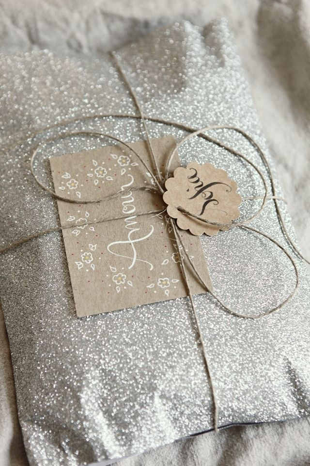 Simple packaging + sparkle: Crafts Paper, Silver Christmas, Simple Packaging, Kraft Paper, Sparkle Paper, Glitter Wraps, Gifts Wraps, Glitter Packaging, Wraps Paper
